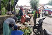 Antisipasi Lonjakan Harga Sembako di Musim Hujan, Babinsa Botosengon Monitoring Pasar Tradisional