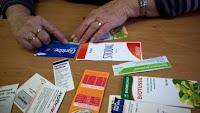 krabičky léků s braillským popisem