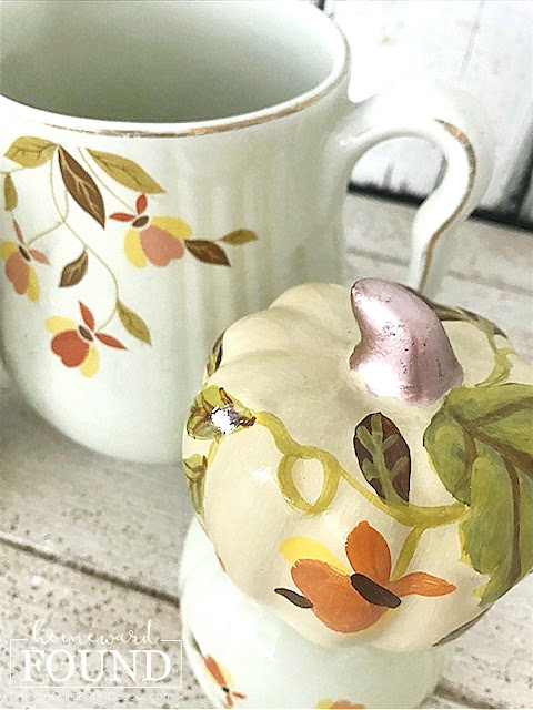fall, autumn, fall decorating, autumn decorating, fall home decor, autumn home decor, thanksgiving decor, painting, painted pumpkins, pumpkins, pumpkin decor, pumpkin decorating, no-carve pumpkin decor, vintage style, farmhouse style, vintage jewel tea china, vintage hall china, fall leaves, diy, diy home decor, entertaining, thanksgiving.