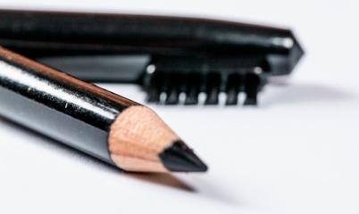 Cara Memilih Pensil Alis yang Tepat