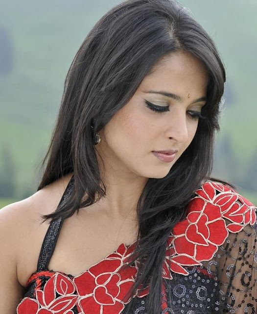 Indian Actress Anushka Shetty Photos