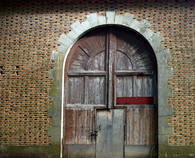 Photo de belles portes et fenêtres d'Auvergne Randan, le domaine royal.