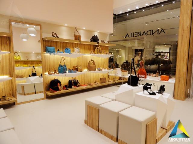 projeto loja calçados femininos mobiliário prateleiras iluminação flutuante