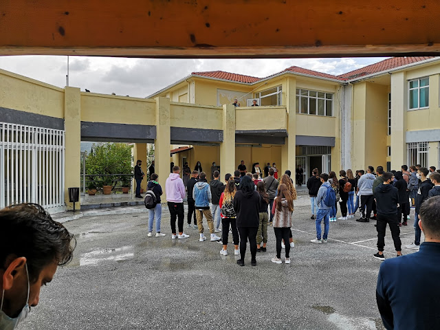 Σήμερα 28/09/2020 πραγματοποιήθηκε αγιασμός στο ΕΠΑ.Λ. Καναλακίου με την παρουσία εργατών και καθαριστριών.Οι επισκευές του κτηρίου από το σεισμό της 21ης Μαρτίου δεν έχουν περατωθεί ακόμα και ούτε έχει γίνει καθαρισμός και απολύμανση του κτηρίου.