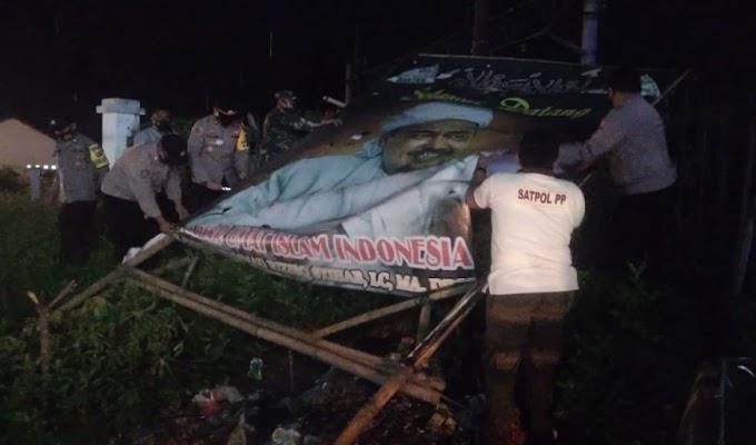 Polres Serang Turunkan Baliho Kelompok Imam Besar FPI di Jawilan