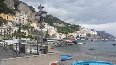 panoramica-amalfi-italia-escapada-costa-amalfitana