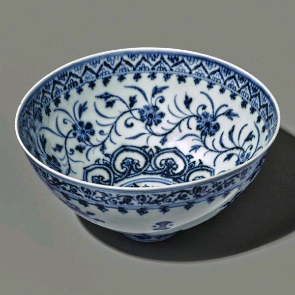 Bowl bought for $35 at a yard sale auctioned for $721,800