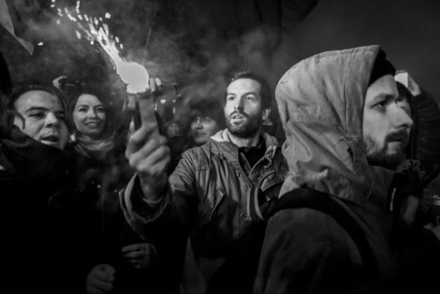 Így igaz: Fekete-Győr András az Egyesült Államokban már börtönben lenne a füstgránátos támadásért