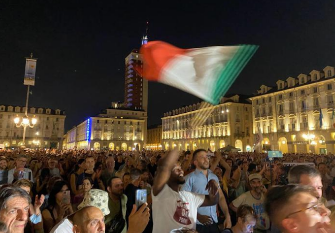 Torino, 2mila persone in piazza per protestare contro il Green pass