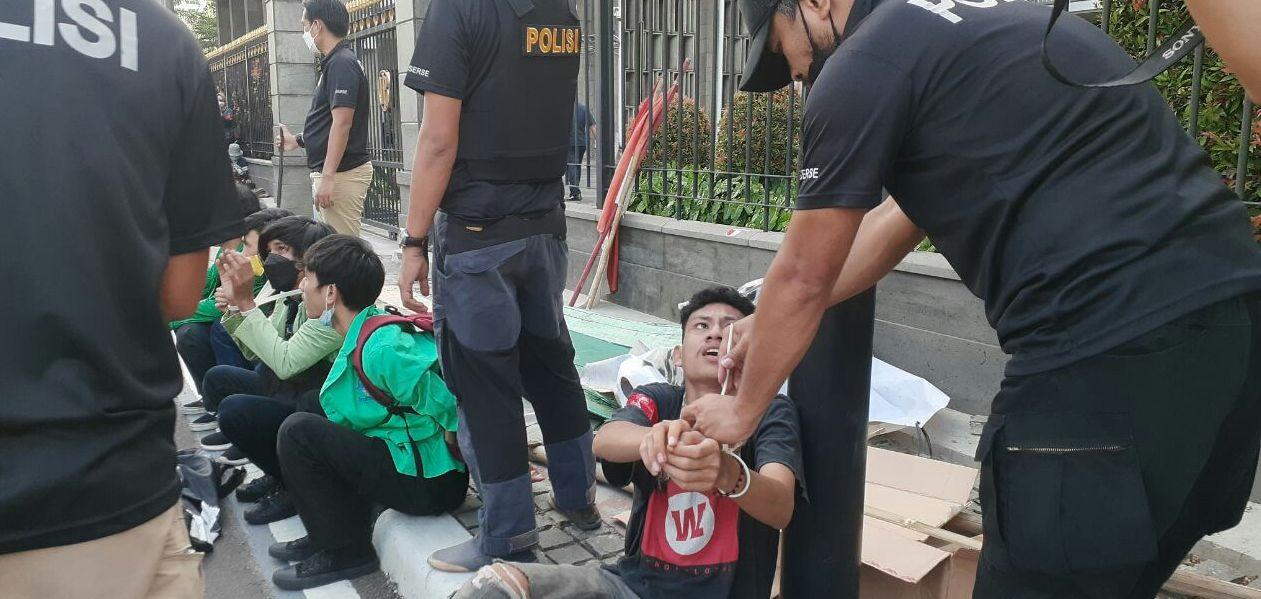 Sejumlah Mahasiswa Aksi Hari Buruh May Day Diangkut Polisi, KontraS: Aneh bin Ajaib!