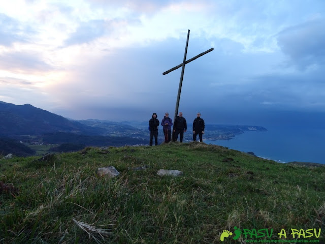 Ruta al Pico Gobia y La Forquita: Cruz en la antecima de la Forquita