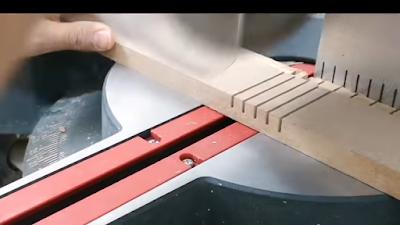 تشريح لوح من خشب MDF على مسافات متساوية من 0.5 سم : 1 سم