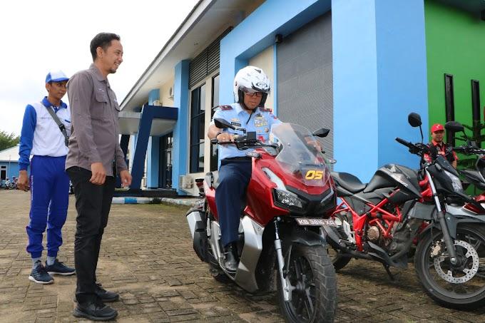 Prajurit TNI AU Lanud Supadio ikuti Edukasi Safety Riding Astra Motor
