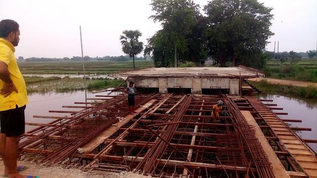 तीन वर्षों से अधर में लटका मलहामोर पूल का निर्माण शुरु