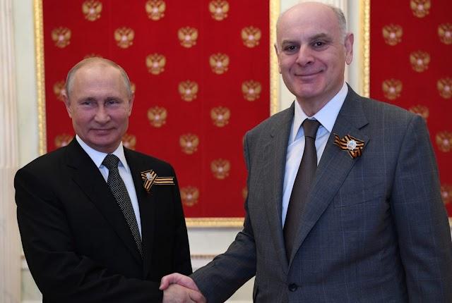 Аслан Бжания признал, что на встрече с Путиным обсуждалось вступление Абхазии в союз с Россией
