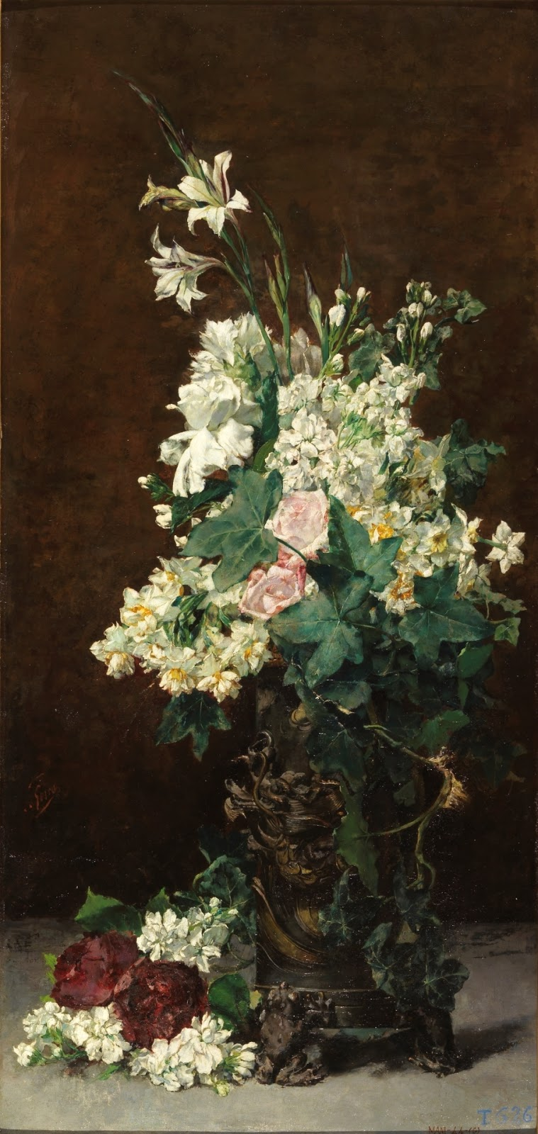 Composición floral con rosas (Rosa), claveles (Dianthus caryophyllus), narcisos (Narcissus spp.), alhelí de invierno (Matthiola incana), hiedra (Hedera spp.) y gladiolos (Gladiolus spp.)