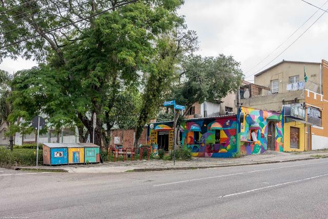 Bar com a grafite na fachada
