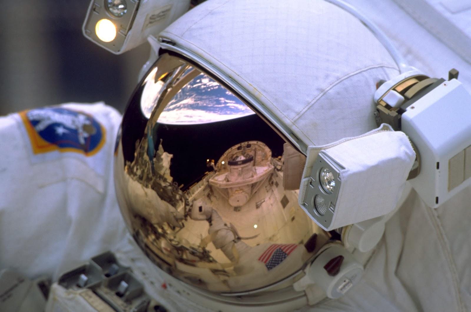 ancient astronaut on the moon - photo #9