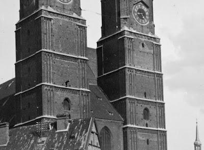 Glasnegativ der Münchener Frauenkirche um 1910 - Detail