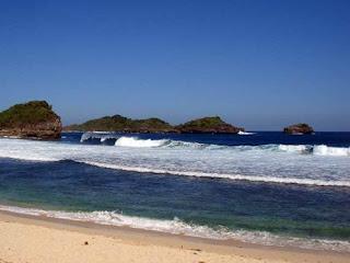 Pantai Peh Pulo Blitar