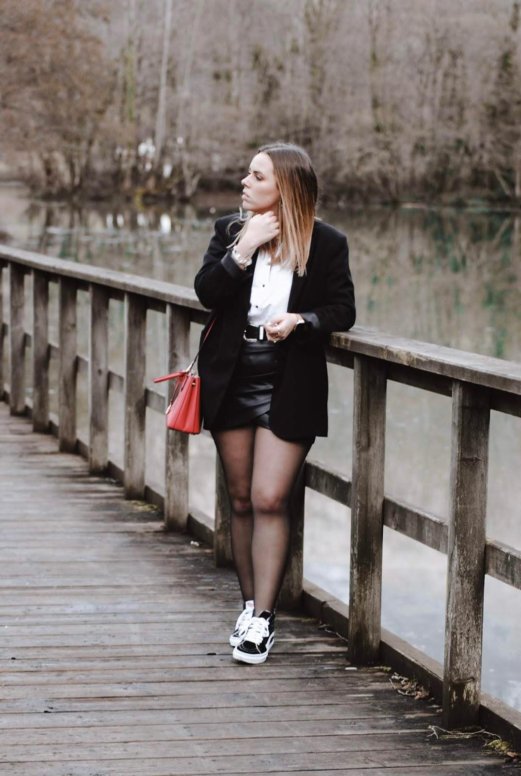 Outfit con Vans y maxi blazer