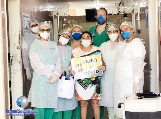 Caraubense de 51 anos é aplaudida por profissionais da saúde, após vencer a Covid-19 no Hospital de Caraúbas