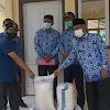 Wabup Ami Taher Bersama Sekda Asraf Serahkan Bantuan Sembako di Desa Pungut Mudik