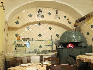 Leon d'Oro Restaurant, Piazza Dante, Naples pizza oven