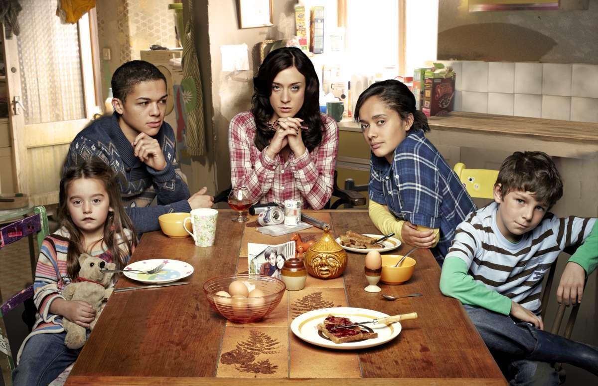 Mia y su nueva familia en 'Hit & Miss'