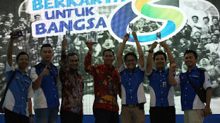 Relawan TIK Kota Cirebon Peroleh Anugerah SEWINDU BERKARYA UNTUK BANGSA