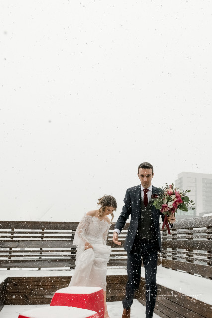 Toronto wedding gladstone hotel bride groom winter bouquet snow