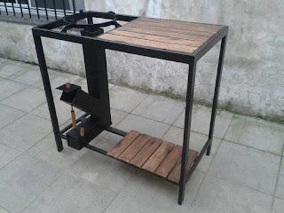 Cocina con estufa rocket y mueble incorporado