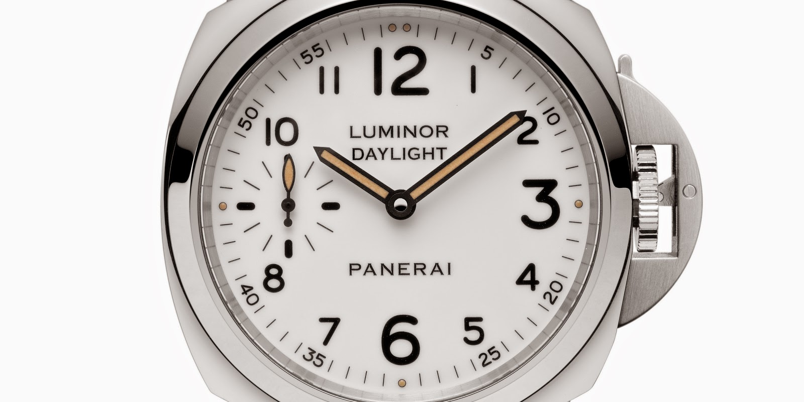 9a319841bcad The case shared by the two Luminors has a diameter of 44mm. Its shape and  proportions were created by Officine Panerai in 1993 as a reinterpretation  of the ...