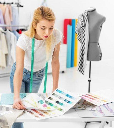 كيف تنسق ألوان الملابس والحصول على أحدث الصيحات؟