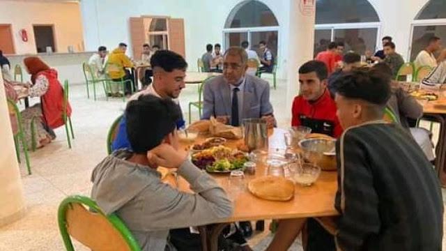 وزير التعليم يعلن اعتماد نظام المطعمة من إمي مقورن ابتداء من الأسبوع المقبل
