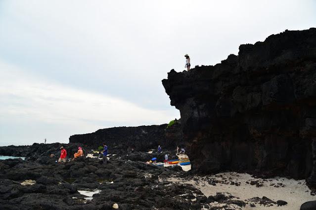 Chính quyền địa phương khuyến cáo du khách không nên mạo hiểm chụp hình khi du lịch ở Lý Sơn.