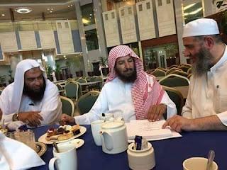 Dari Kiri : Syaikh Ali Hasan Al-Halabi, Syaikh Sa'ad bin Nashir Asy-Syatsri, dan Syaikh Masyhur Hasan Alu Salman