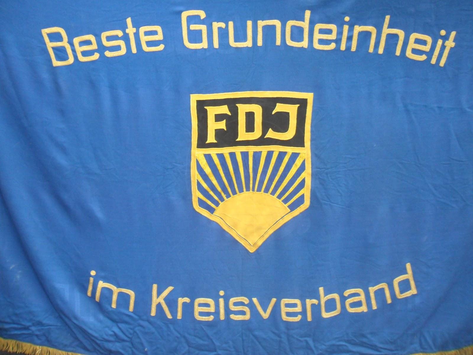 44f2627b470090 Ehrenbanner der FDJ - Vorderseite - aus dem Bestand des DDR-Kabinett-Bochum  e.V.