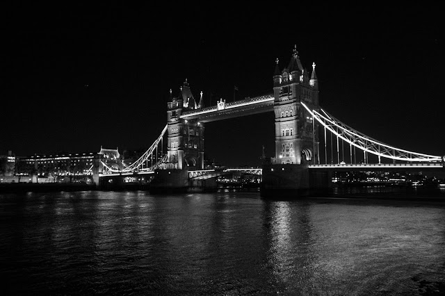 Tower bridge di notte-Londra