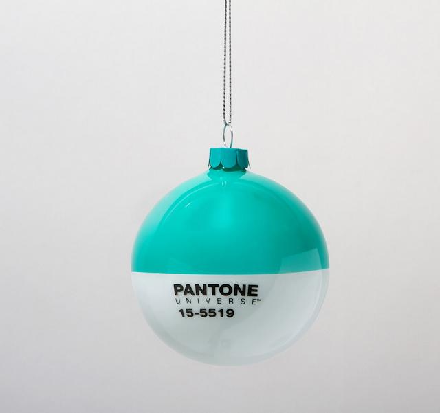Pantone Xmas balls blue