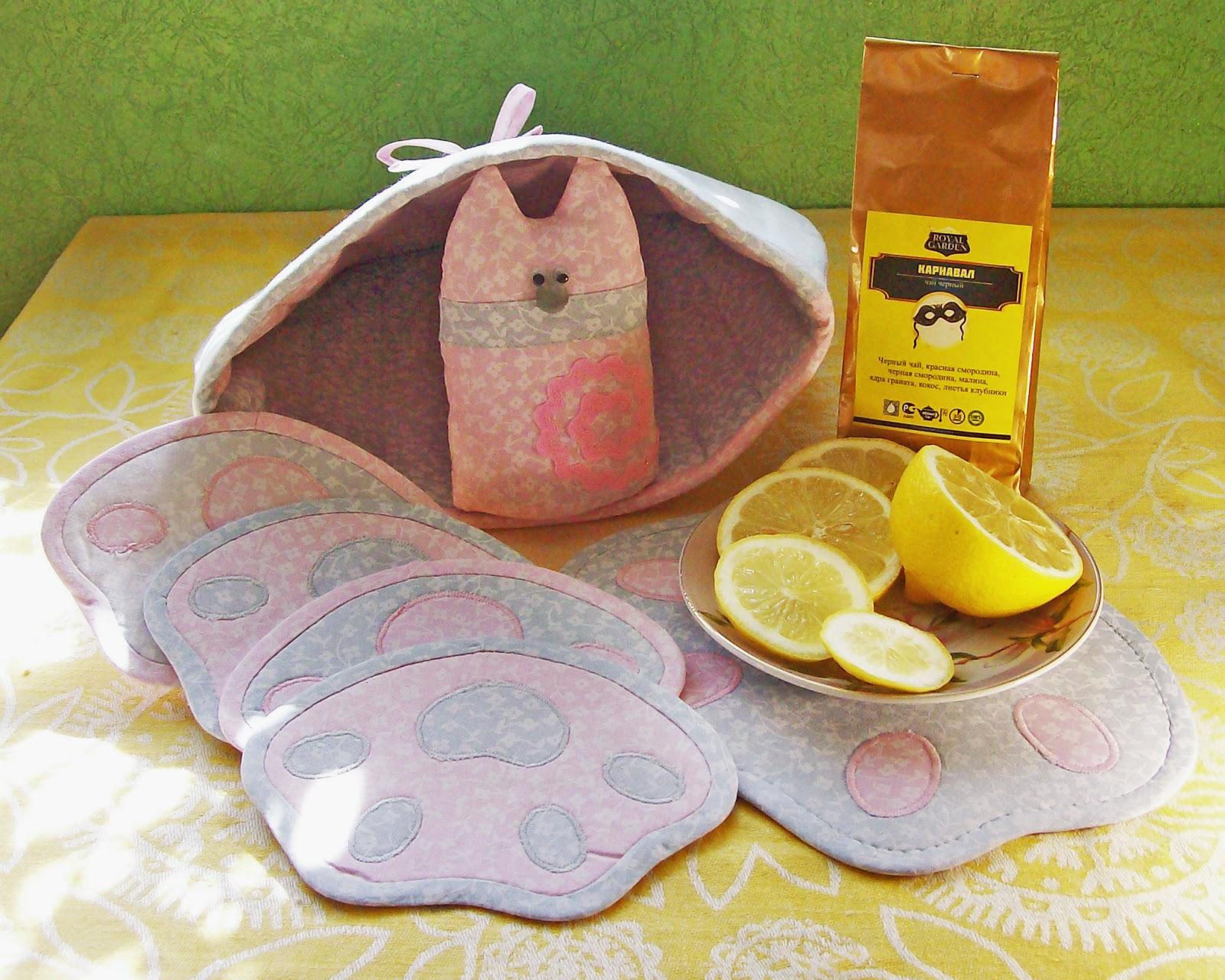 грелка на чайник, игрушка, подставки под горячее и пакетик ароматного чая в придачу)))