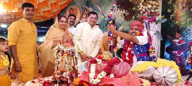 भागवत कथा में मनाया कृष्ण जन्म उत्सव, झूम उठा कथा पांडाल   Bhagwat katha main manaya krishn janm utsav