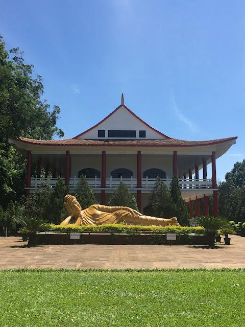 Buda Shakyaamuni, considerado um grande mestre do Budismo, representado em sua forma deitada, posição que indica o Nirvana. Foto: Adriana Vicente