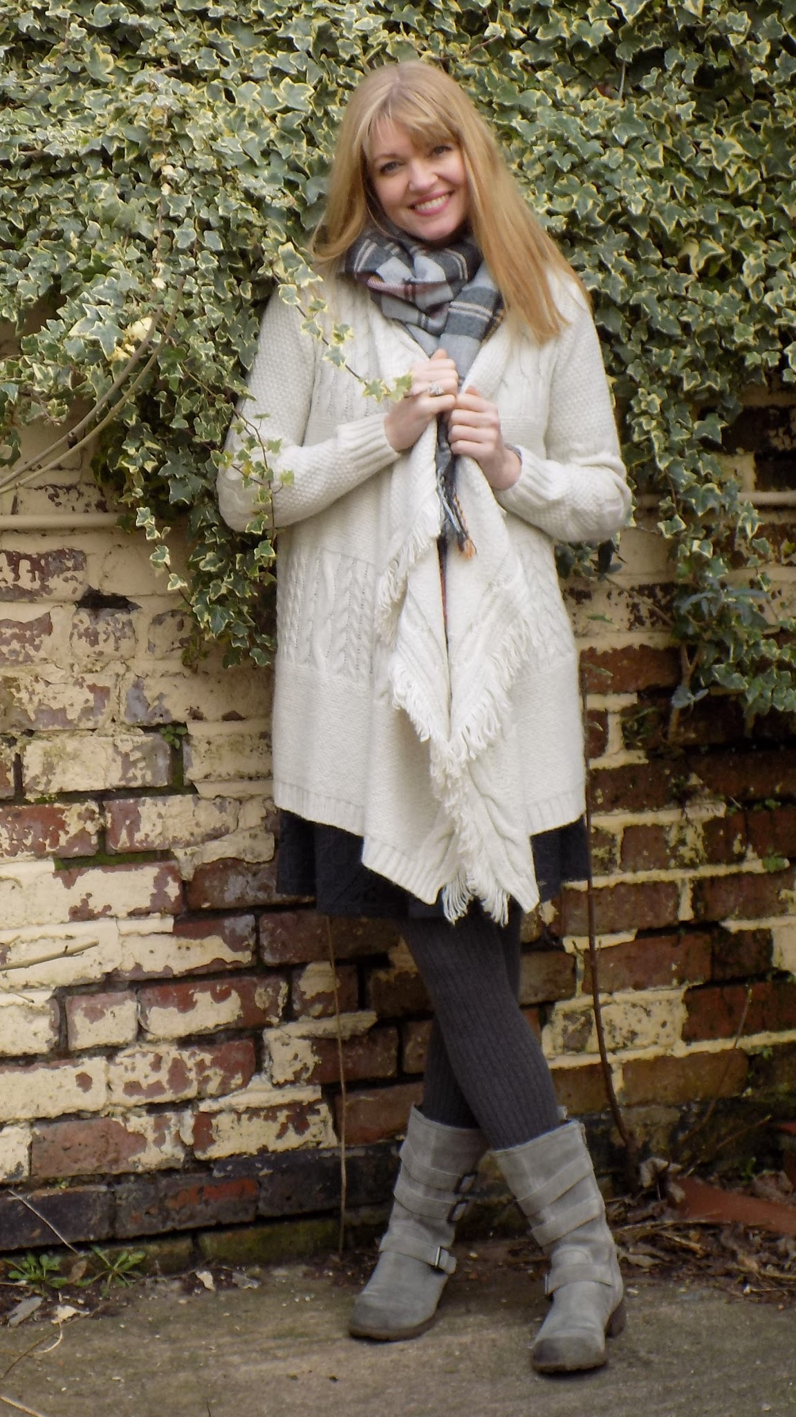 Longline knitted cardigan with grey biker boots