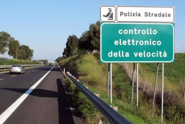 Autovelox: abolita la distanza fissa tra cartello e polizia (fonte: laleggepertutti.it)