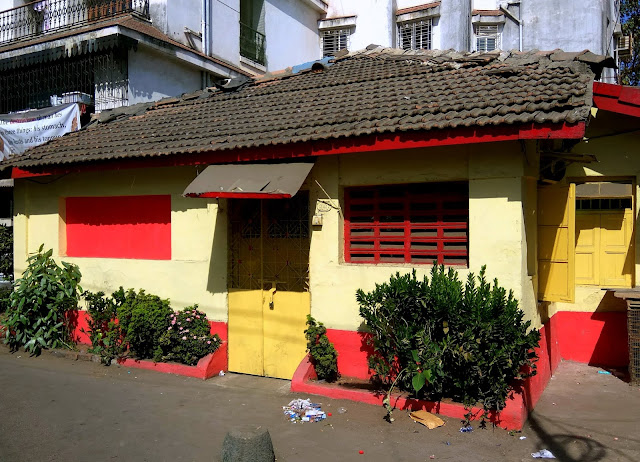 old, vintage, house, well maintained, bandra, mumbai, incredible india, street, streetphoto,