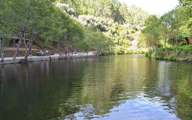 Zona de banhos da Praia Fluvial da Ponte Velha Cabreira