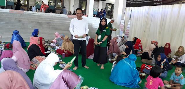 Berbuka Puasa di Masjid Agung Medan Membludak dan Penuh Religius