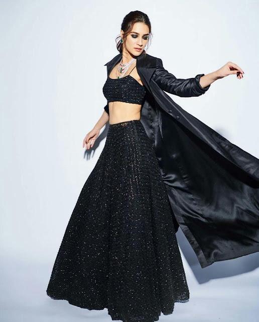 Kriti Sanon Full HD Wallpaper In Black Dress