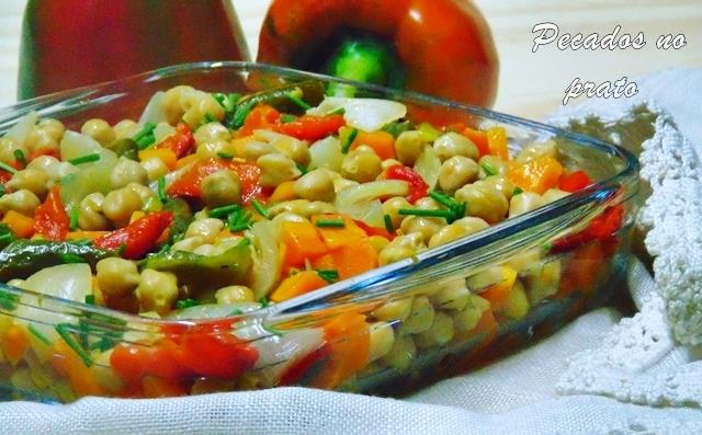 Grão de bico com legumes e azeite aromatizado